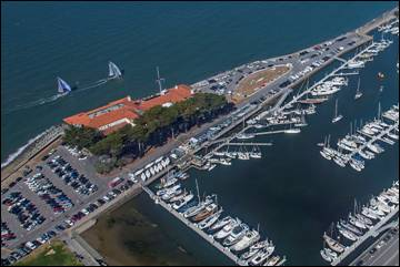 The St. Francis Yacht Club (red roof tiles) sits on the bank of San Francisco Bay and hosts upwards of 40 regattas per year. (©ROLEX/Daniel Forster)