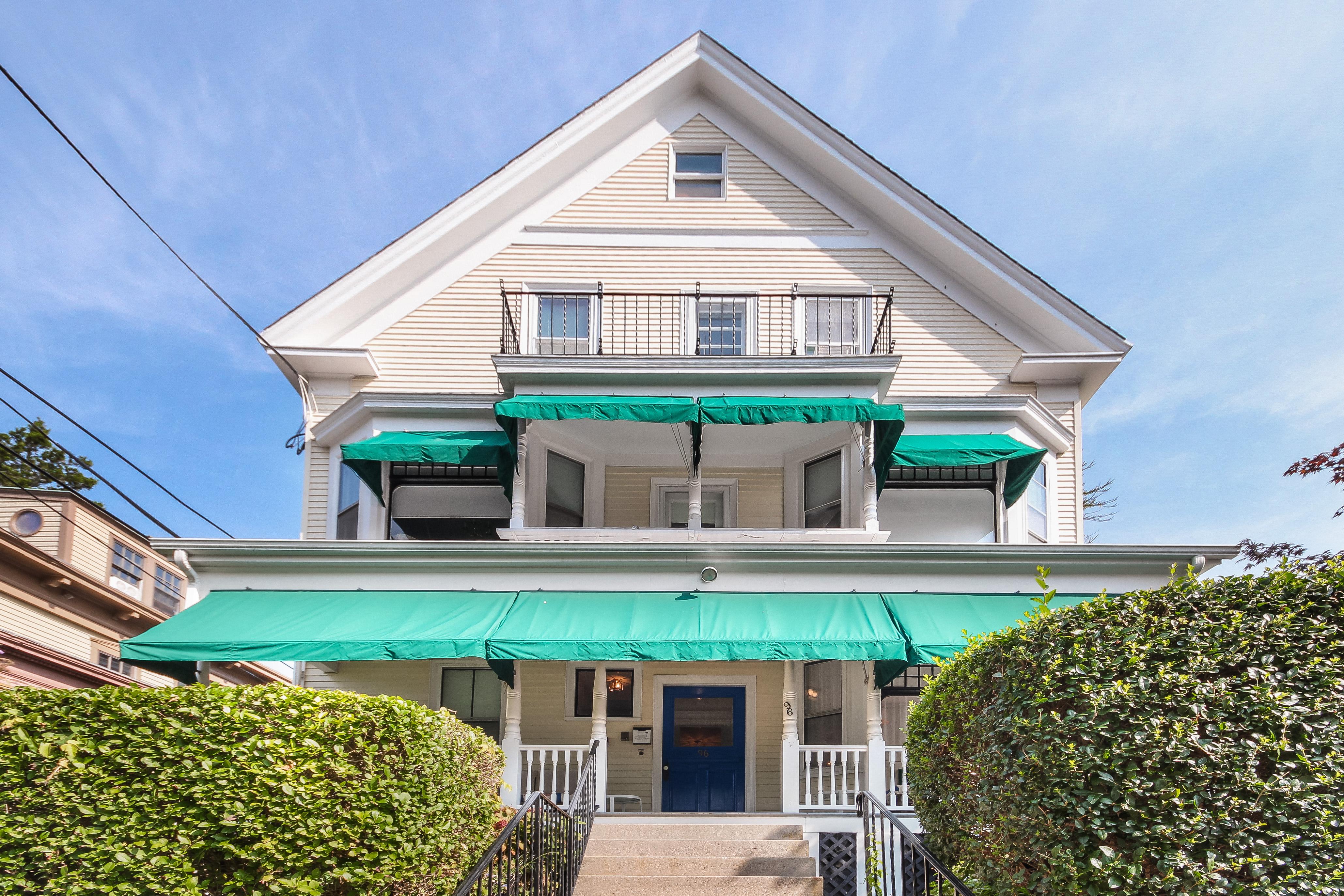 newport blues inn black duck inn sell for combined price. Black Bedroom Furniture Sets. Home Design Ideas